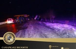 В Самаркандской области на скользкой дороге перевернулся автобус с 20 пассажирами